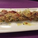 Vieiras a la plancha sobre arroz thay salteado con verduras y aceite de jamón ibérico
